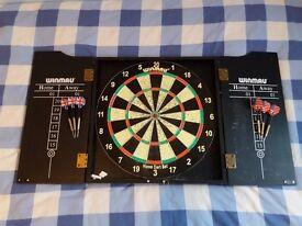 Winmau Dartsboard and Dart Set