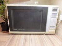 White Sanyo Microwave oven - 650 Watts