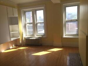 Room for rent Close to McGill Promo 1 free month starting @ 600$