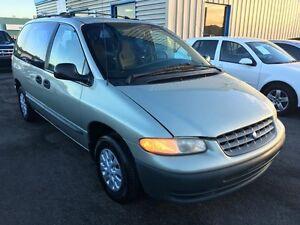 1999 Plymouth Voyager De base