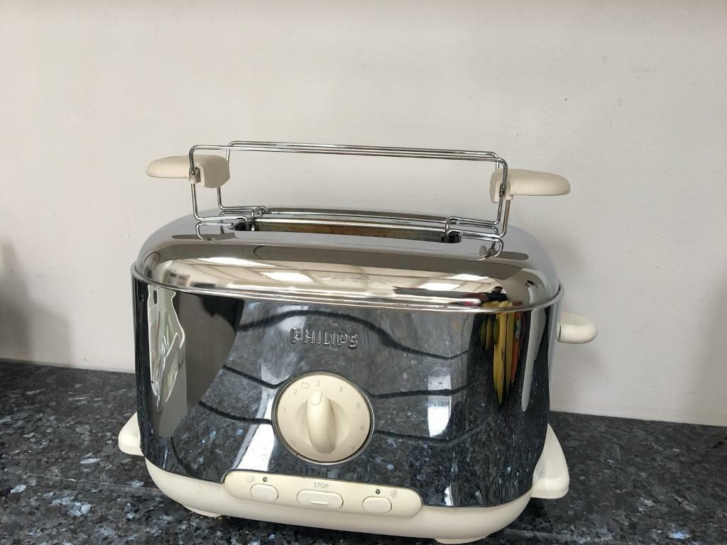 PHILIPS TOASTER AND BAGAL RACK
