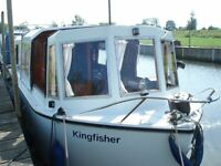 River boat / cruiser narrow beam GRP hull forward drive - idyllic mooring 8 miles from Cambridge