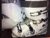 Women's white ski boots - size 7