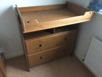 Baby changing / chest of drawers