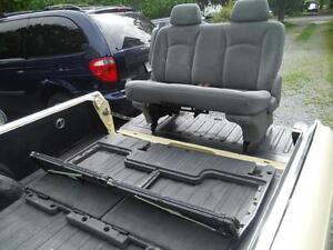 2006 Dodge Caravan Middle row Bench Seat Stow and Go