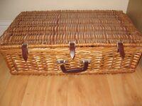 Large 6 person picnic basket