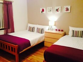 Ensuite Triple Room with private parking - short or term letting