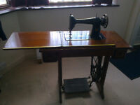 Singer Sowing machine - Vintage foot operated model