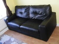 CAN DELIVER - BLACK 2-SEATER LEATHER SOFA IN VERY GOOD CONDITION