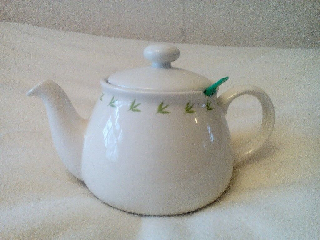 PG TIPS CHATSFORD COLLECTORS TEAPOT (UNUSED) FOR SALE.