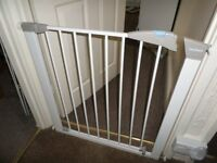 lindam child safety gate white all complete