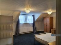2 bedroom flat in Balham High Road, London, SW12 (2 bed) (#1051110)