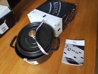 NEW Staub Cocotte Round Cast Iron Diameter 20 Cm / 2.2L Black