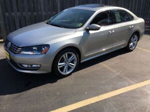 2012 Volkswagen Passat 2.5L Auto Highline, Leather, Sunroof, 73,