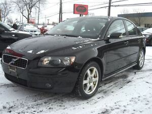 2005 Volvo S40 T5 AWD *Sunroof / Leather*