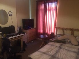 Large bedroom available ASAP, ideal location for Birmingham Students