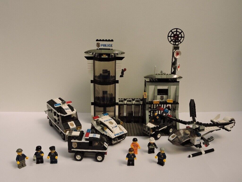 LEGO World City Police Station (7035) + Helicopter + Armoured Car + Police  Rescue - Pre-owned | in Southwick, East Sussex | Gumtree