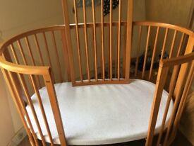 Stokke Sleepi baby / toddler cot / bed Natural