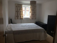 Single Room with Ensuite Shower to Rent, Epsom