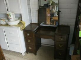 VINTAGE ORNATE DRESSING TABLE WITH MIRROR. VIEWING / DELIVERY AVAILABLE