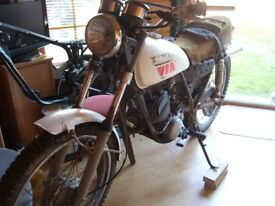 YAMAHA DT125 CLASSIC TWO STROKE,TWIN SHOCK 1970S.
