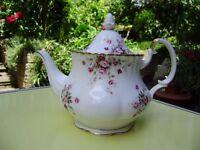Royal Albert Cottage Garden Teapot, very beutiful