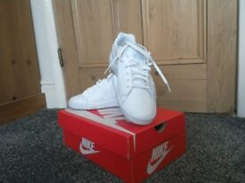 Nike Trainers - Ladies, White, Size 5