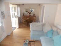 ***UNBELIEVABLE Two bedroom COTTAGE to Rent in Walthamstow Village E17 - Front and Rear Garden