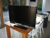 32 inch Sony Bravia LCD Television KDL 32W4000 WITH REMOTE