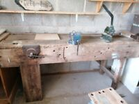 Work bench with 4 vices