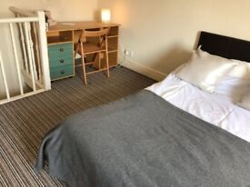 No Deposit Needed* A LARGE double bedroom, close to Coventry University.Furnished.*(Subject to refs)