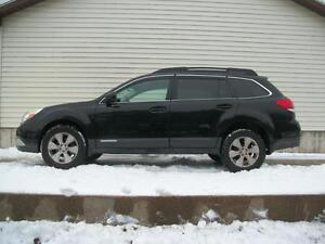 2010 Subaru Outback TOURING PACKAGE AWD