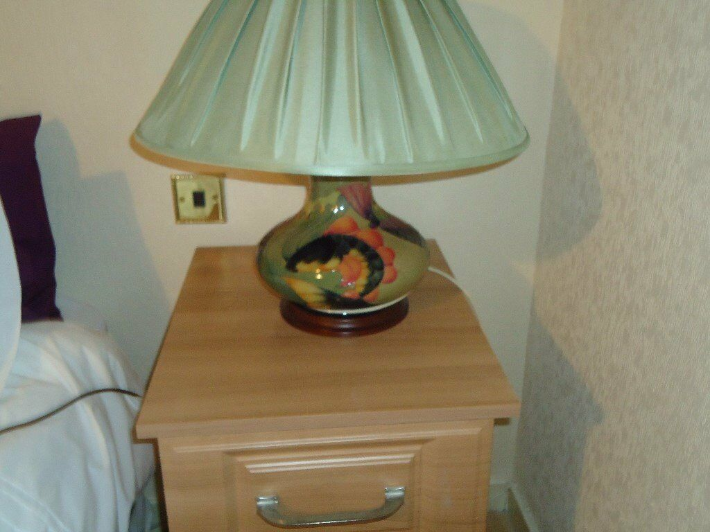 ABSOLUTE STUNNING MOORCROFT LAMP (CARP DESIGN