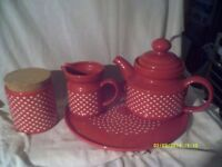 A LARGE TEAPOT on a CHINA TRAY with JUGS , BASINS & DISHES , 8 ITEMS £ 25 the LOT .