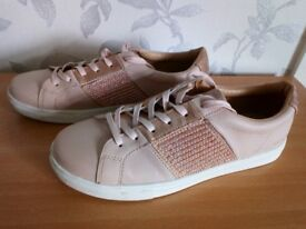 Skecher Street Los Angeles rose gold trainers Size 7