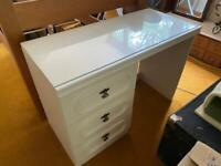 Dressing table with 3 drawers and glass top