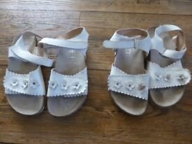 Lovely white leather sandals with velcro straps - size 2