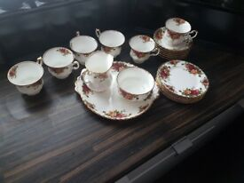 Royal Albert Old Country Roses 21 Piece set