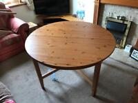 Oak dining room table- extendable with 6 chairs