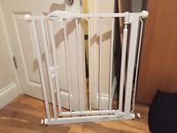 Self closing stair gate, SAFETOTS, pressure fit, white