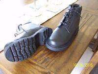 Men's work boots. Size 8 (42) Black - Brand New