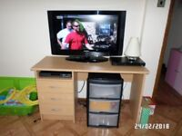 TV Samsung 32 + DVD Manta + freeview player + desk - Witham.