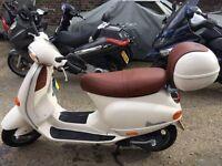 Tidy white Piaggio Vespa ET4 - 125cc
