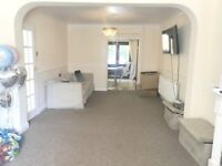 THREE BEDROOMS SEMI DETACHED HOUSE IN WEST DRAYTON WITH PRIVATE REAR GARDEN! WITH DINNING AREA!