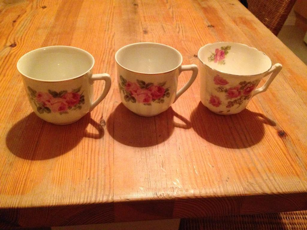 3 shabby chic cups
