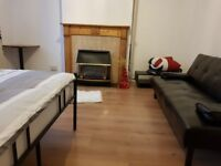 Kingsize Cosy Double room, Friendly House, Large Garden In the ZONE 1 Next to Station
