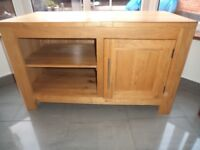 TV CABINET STAND SOLID OAK FOR HI FI DVD PLAYER TV BOX ETC. IN PERFECT CONDITION 2 YEARS OLD