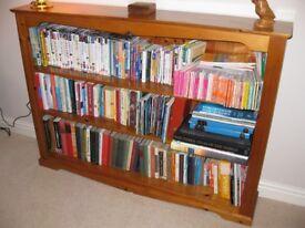 Antique finish Solid Pine Bookshelves 140 x 25 x 102 cm. Good quality.