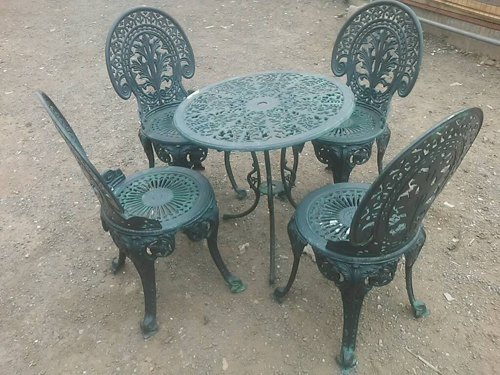 Lovely Vintage Very Ornate Cast Metal Bistro Table And 4