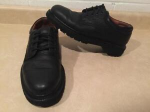Mens Size 9 Dockers Leather Shoes